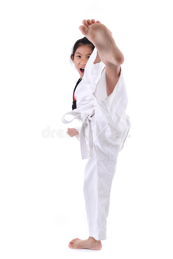 Ragazza asiatica che allunga gamba nella scossa di addestramento di pratica di arti marziali immagini stock