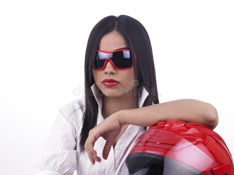 Ragazza asiatica del motociclista con un casco fotografia stock libera da diritti