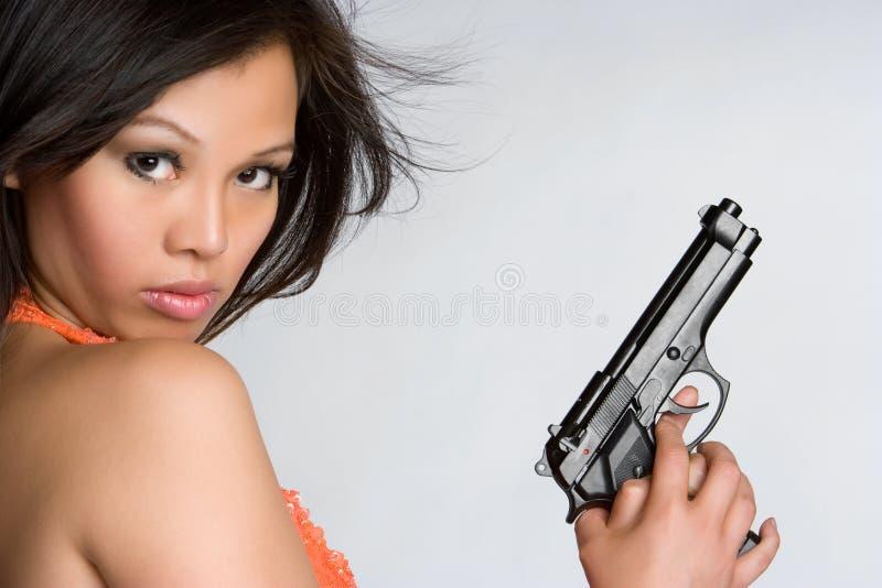 Ragazza asiatica della pistola fotografie stock libere da diritti