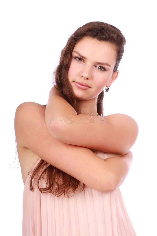 Ragazza attraente con le sue mani sopra il collo fotografie stock libere da diritti