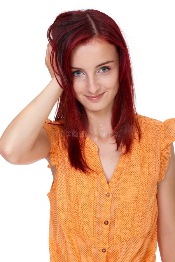 Ragazza attraente di redhead in camicia arancione, isolata fotografia stock