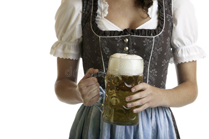 Ragazza bavarese con lo stein della birra di Oktoberfest fotografia stock