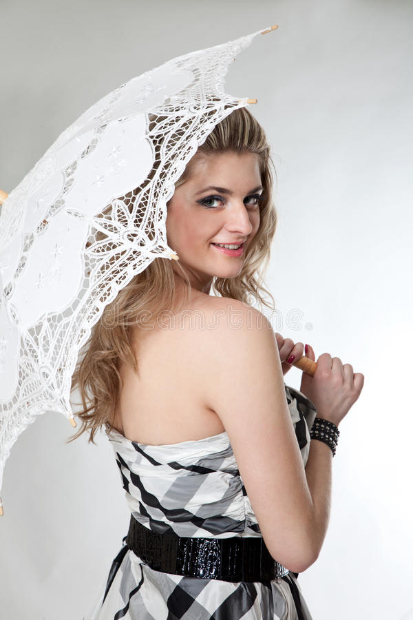 Ragazza bella con l'ombrello fotografie stock libere da diritti
