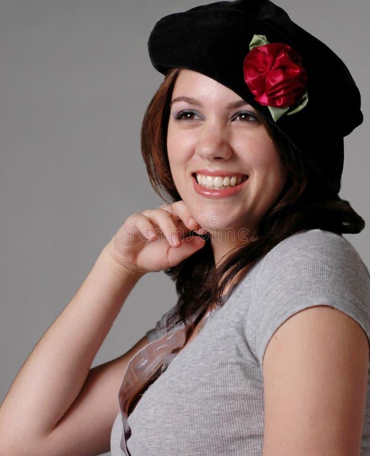 Ragazza in berreto nero fotografie stock libere da diritti