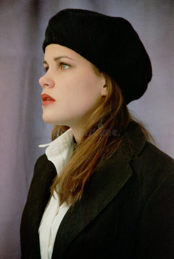 Ragazza in berreto nero fotografia stock libera da diritti