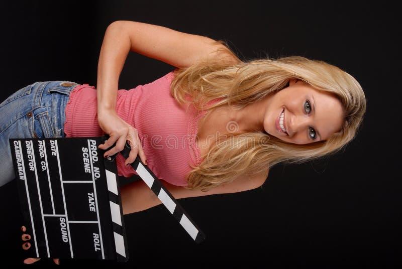 Ragazza bionda con l'assicella del cinematografo fotografie stock libere da diritti