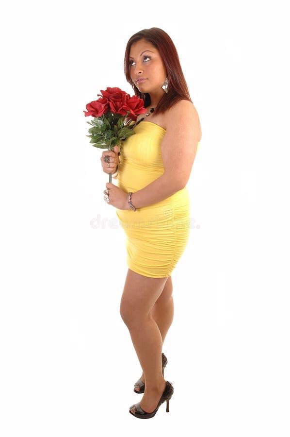 Ragazza calcolata piena con le rose. immagini stock libere da diritti