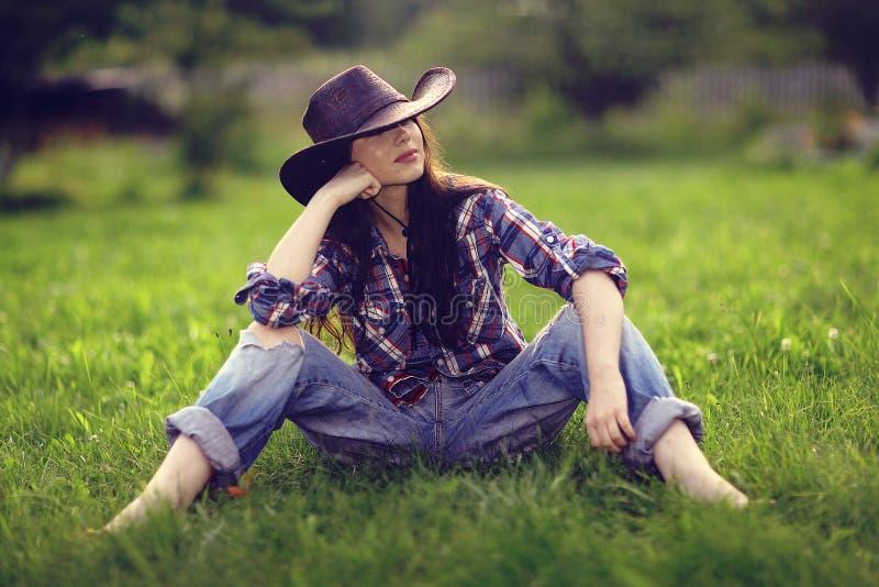Ragazza in cappello di cowboy immagini stock libere da diritti