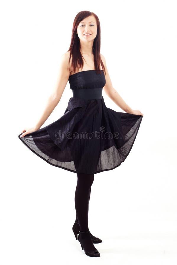 Ragazza casuale che porta un vestito nero fotografia stock libera da diritti
