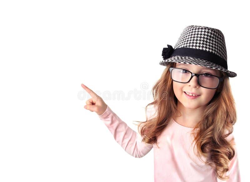 Ragazza caucasica del bambino che indica con il dito isolato fotografia stock