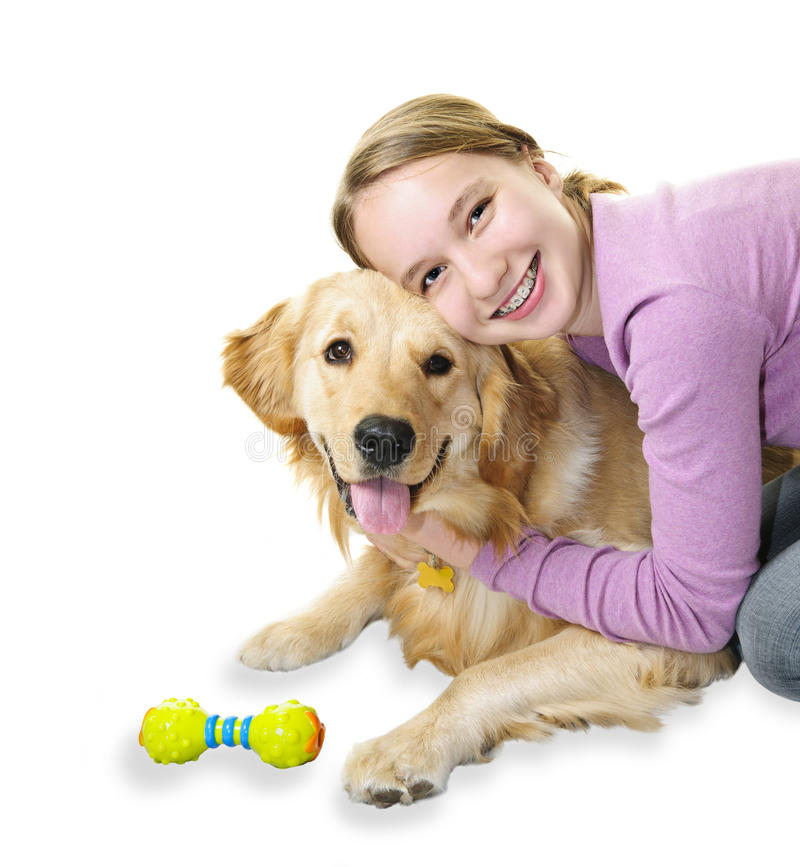 Ragazza che abbraccia il cane del documentalista dorato fotografie stock