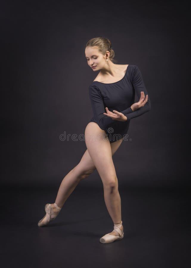 Ragazza che balla il balletto fotografia stock