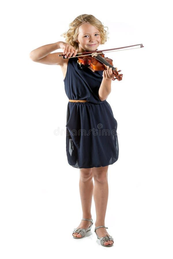 Ragazza che gioca un violino su fondo bianco immagine stock