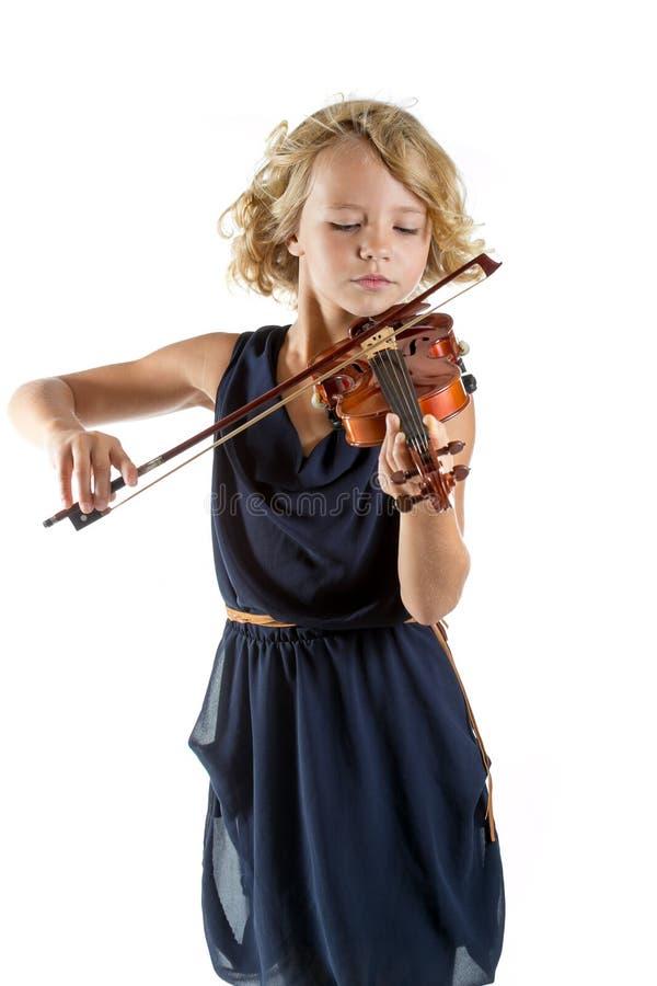 Ragazza che gioca un violino su fondo bianco fotografie stock