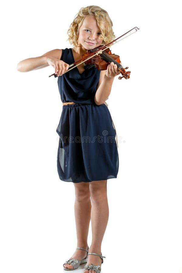 Ragazza che gioca un violino su fondo bianco immagini stock