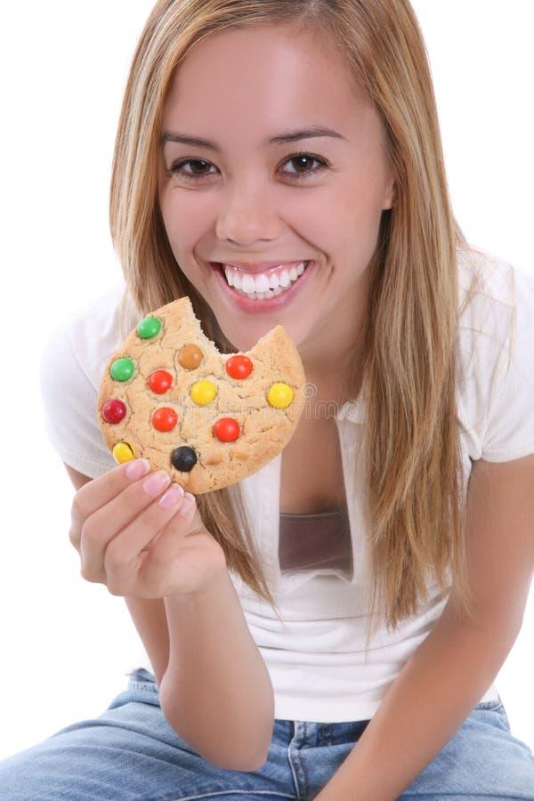 Ragazza che mangia biscotto immagine stock libera da diritti