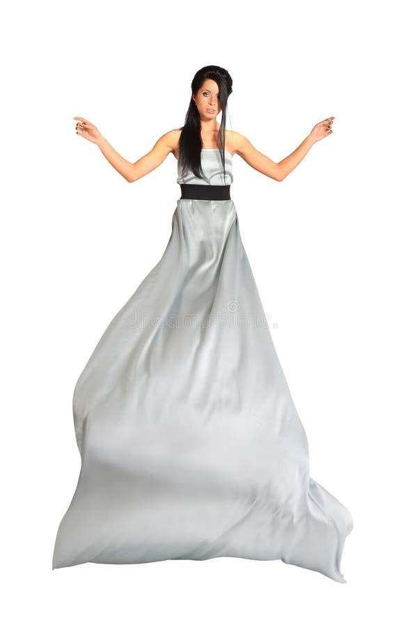 Ragazza che porta vestito d'argento lungo isolato fotografia stock