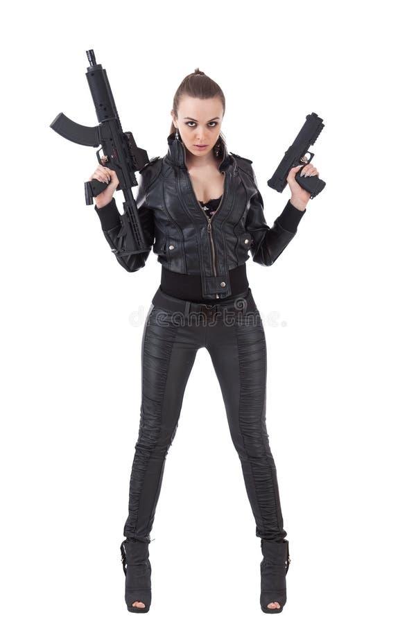 Ragazza che propone con le pistole immagini stock