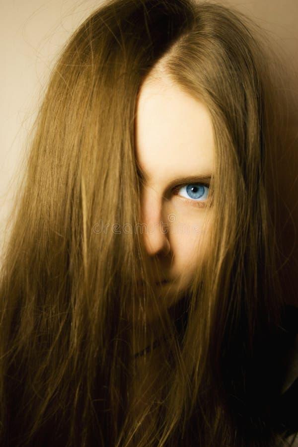 Ragazza con gli occhi azzurri fotografia stock