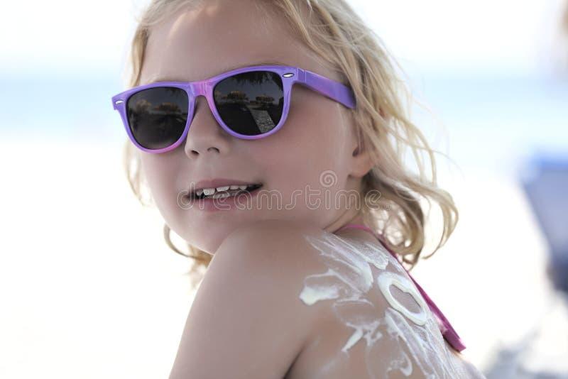 Ragazza con gli occhiali da sole fotografia stock