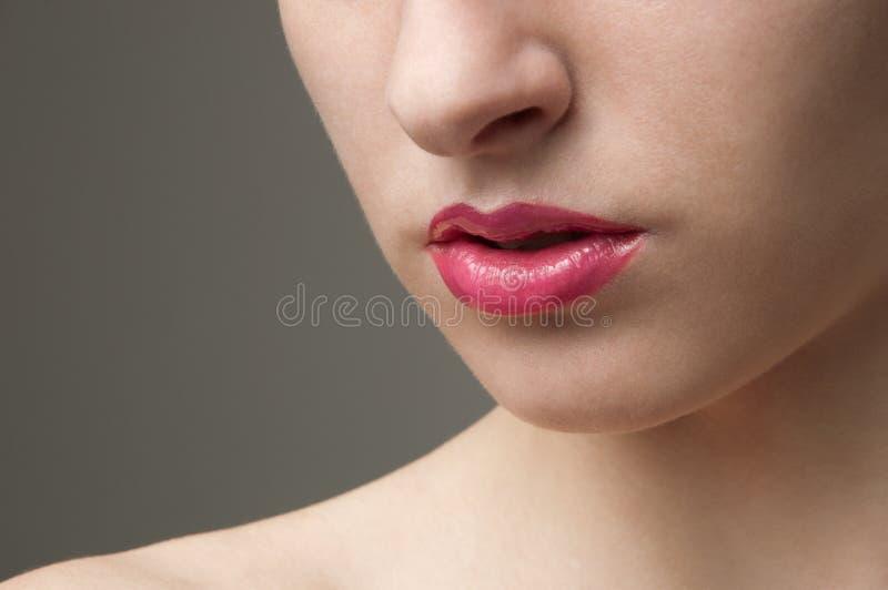 Ragazza con gli orli dentellare fotografia stock libera da diritti