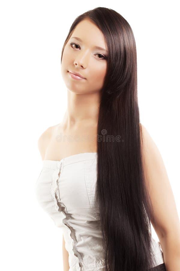 Ragazza con i capelli lussuosi, lucidi e bei immagine stock