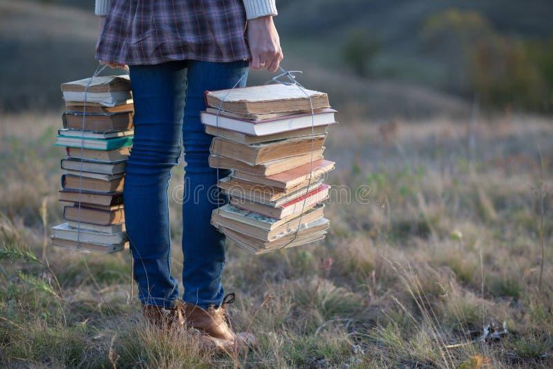 Ragazza con i libri fotografia stock