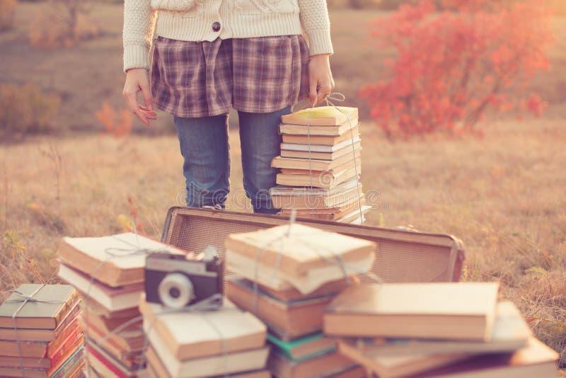 Ragazza con i libri immagini stock