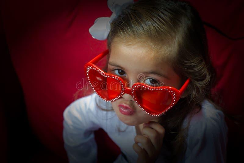 Ragazza con i vetri di festa fotografia stock libera da diritti
