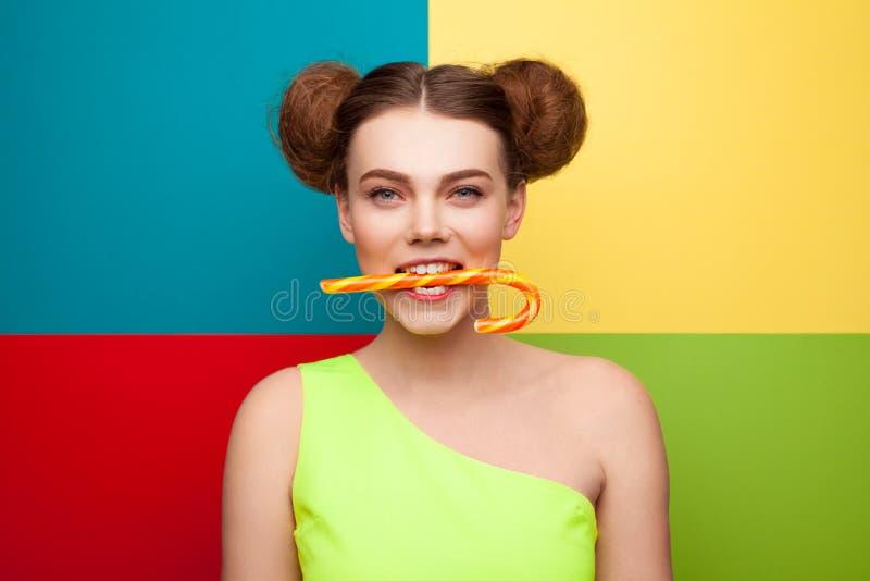 Ragazza con il bastone della caramella in bocca fotografia stock libera da diritti