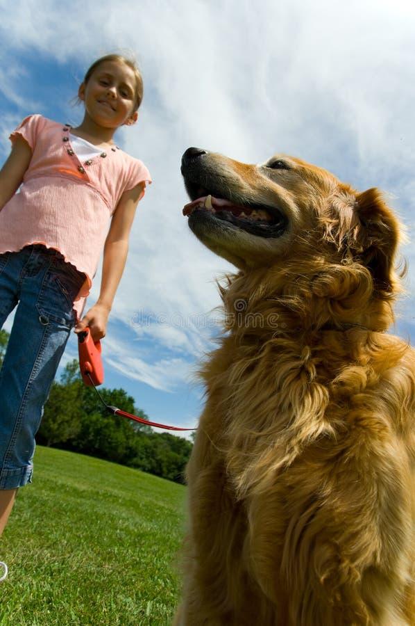Ragazza con il cane immagine stock libera da diritti