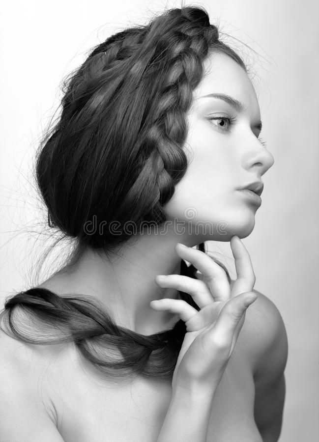 Ragazza con il hair-do creativo immagini stock