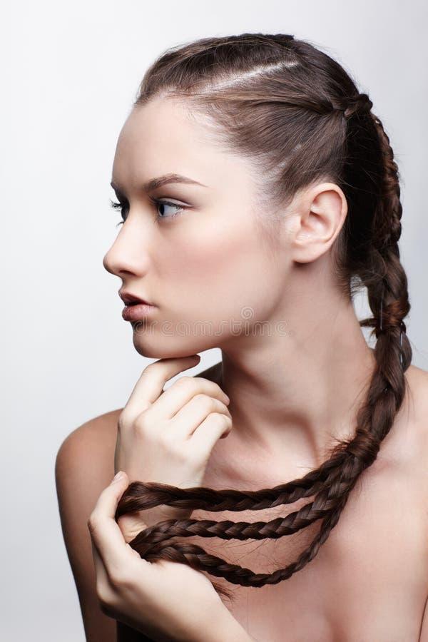 Ragazza con il hair-do creativo fotografia stock