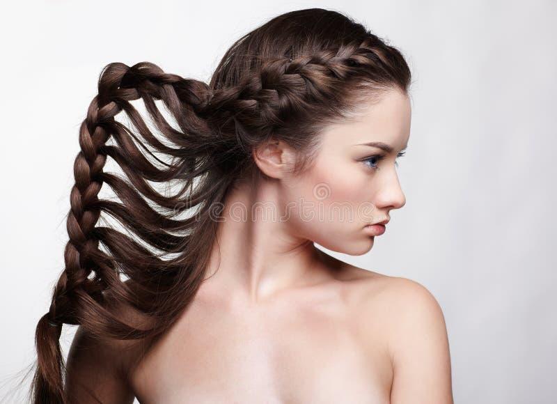 Ragazza con il hair-do creativo immagine stock libera da diritti