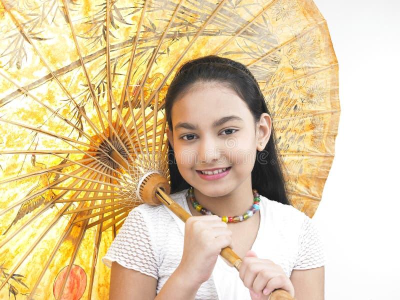 Download Ragazza Con Il Suo Ombrello Orientale Fotografia Stock - Immagine di asiatico, giusto: 7320986