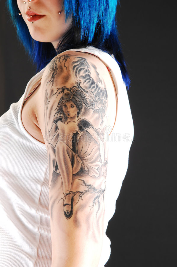Ragazza con il tatuaggio della ragazza. fotografie stock