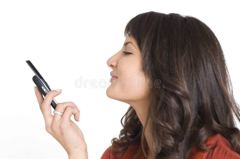 Download Ragazza Con Il Telefono Mobile Fotografia Stock - Immagine di attraente, adulto: 3888866