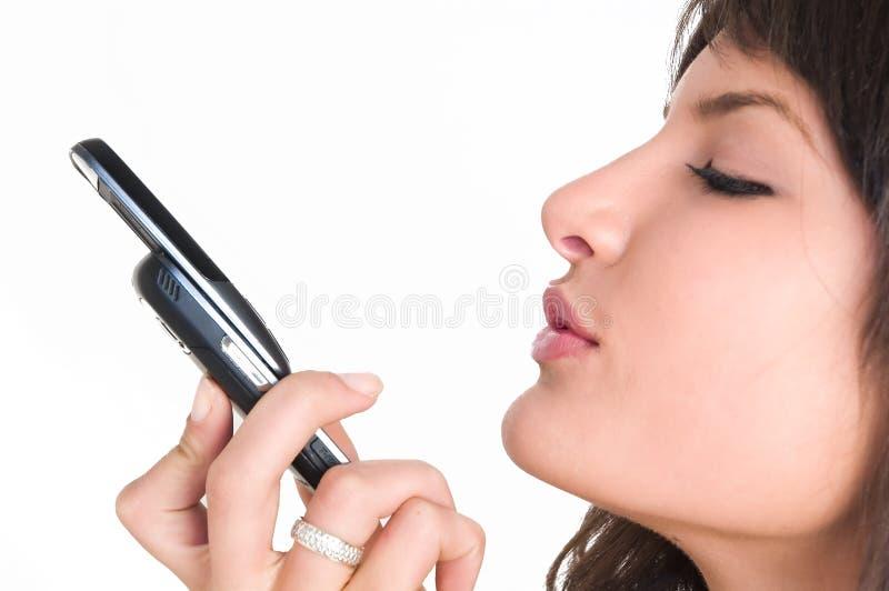 Download Ragazza Con Il Telefono Mobile Immagine Stock - Immagine di brunette, tecnologia: 3888869