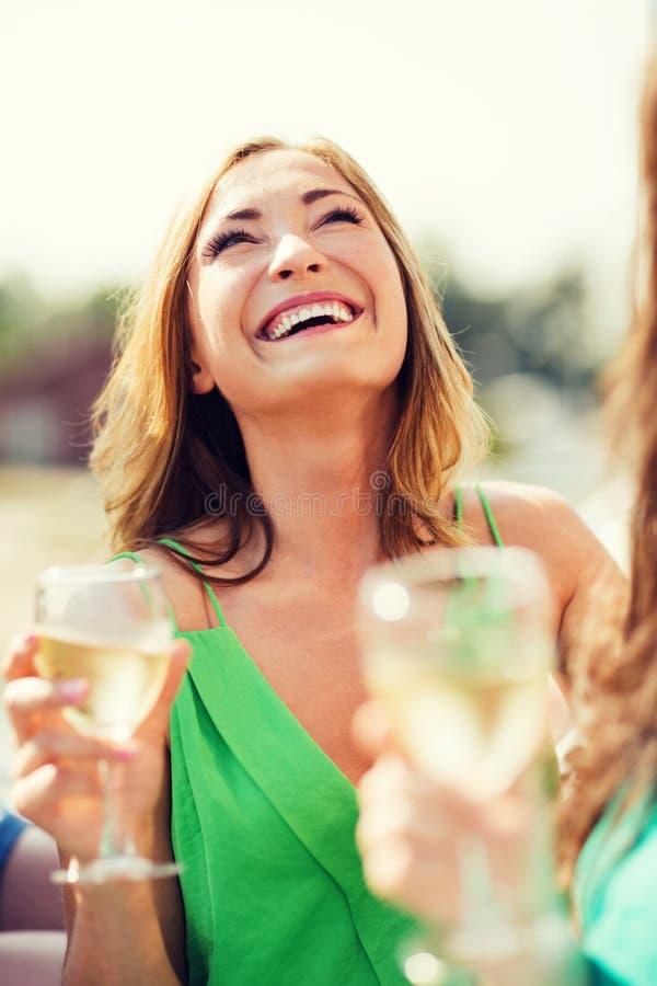 Ragazza con il vetro del champagne fotografia stock libera da diritti