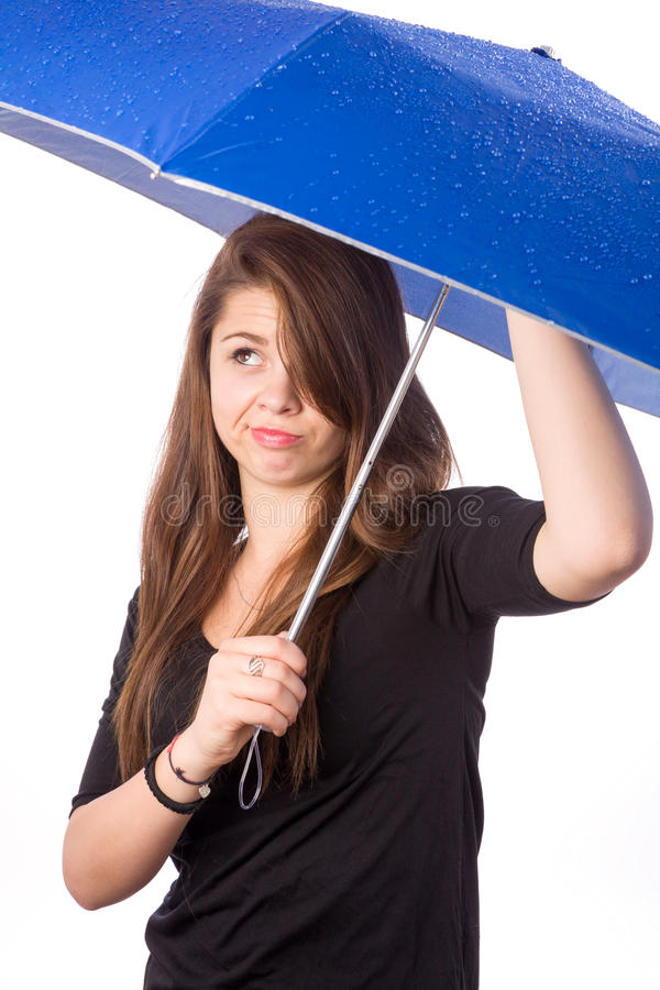 Ragazza con l'ombrello bagnato fotografie stock libere da diritti