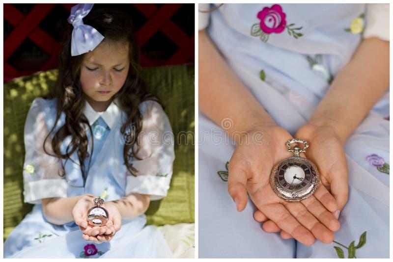 Ragazza con l'orologio da tasca immagine stock libera da diritti