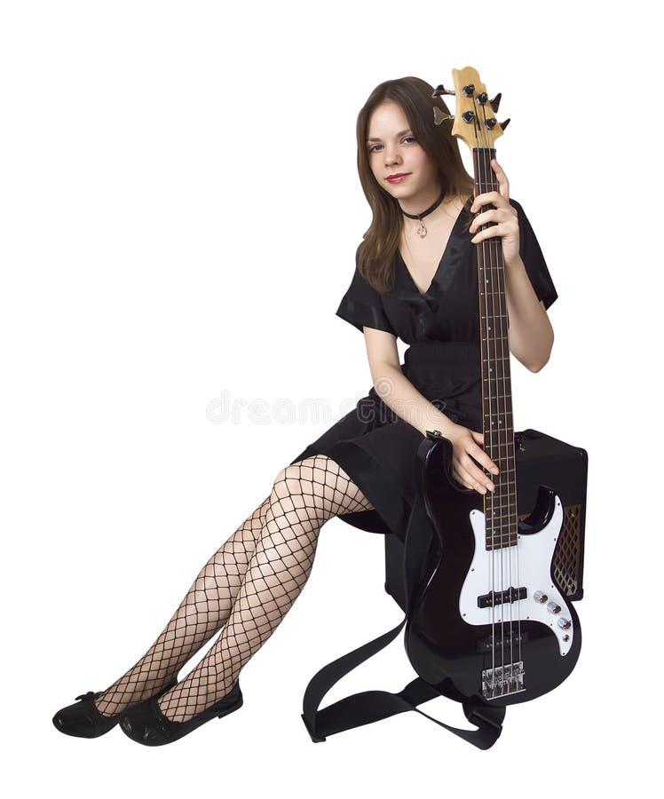 Ragazza con la chitarra bassa fotografia stock