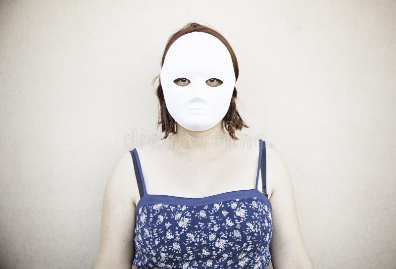 Ragazza con la maschera fotografie stock