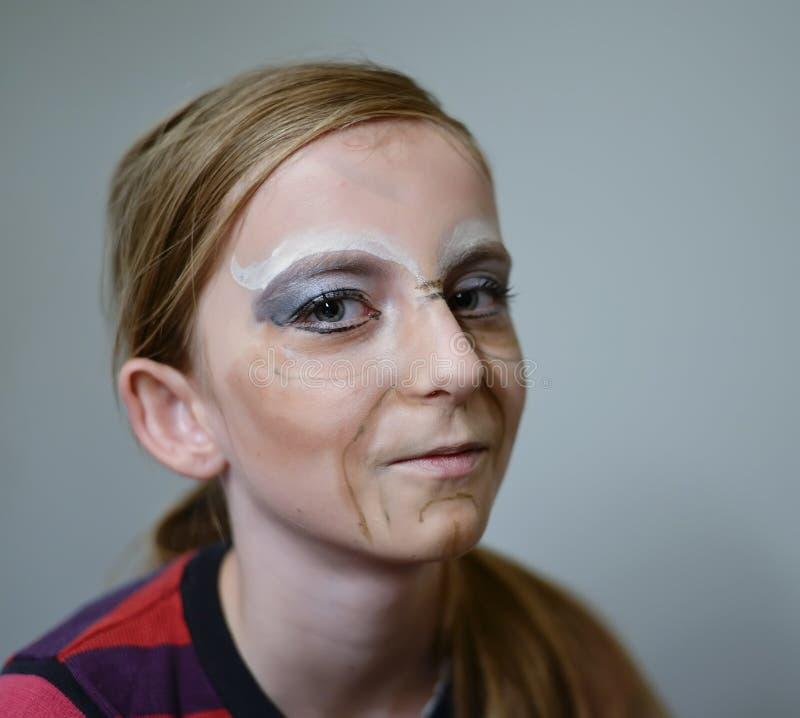Ragazza con la maschera di Halloween fotografia stock libera da diritti