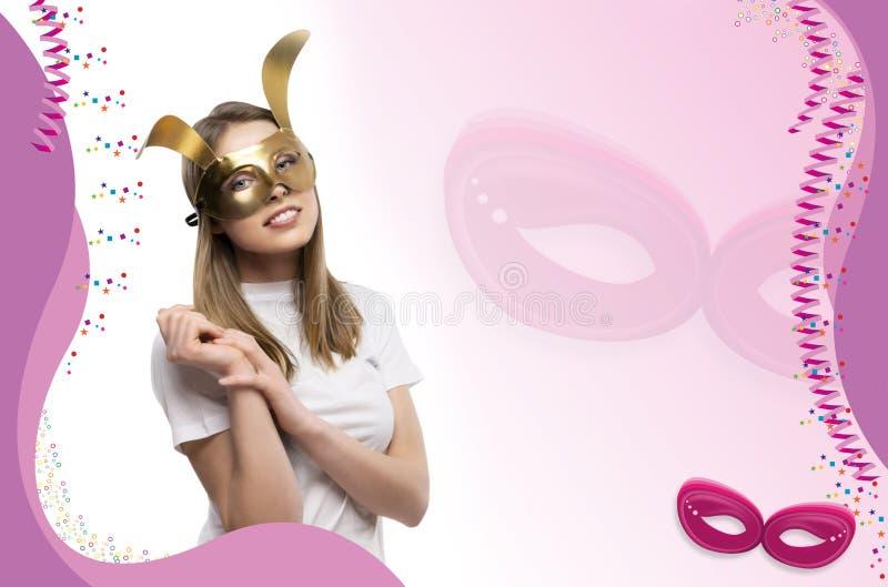 Ragazza con la maschera dorata fotografia stock