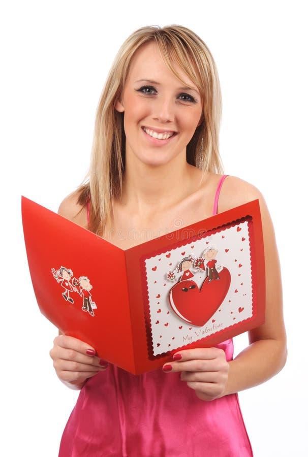 Ragazza con la scheda dei biglietti di S. Valentino immagini stock libere da diritti