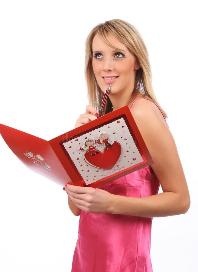 Ragazza con la scheda dei biglietti di S. Valentino fotografia stock libera da diritti