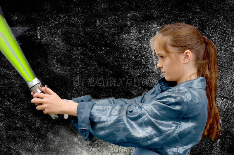 Ragazza con la spada del laser immagine stock