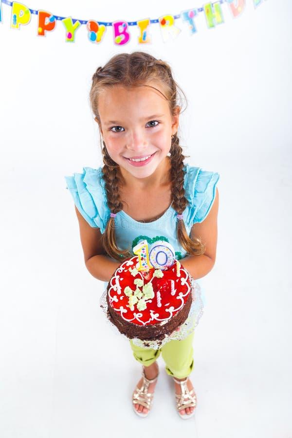 Ragazza con la torta di compleanno fotografie stock libere da diritti