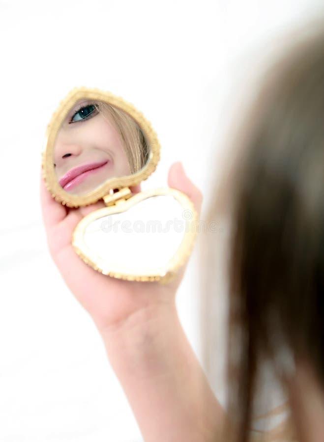 Ragazza con lo specchio fotografia stock